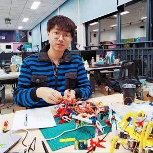 小黑: 机器人系统开发 / 物联网系统开发 / 教程制作协助
